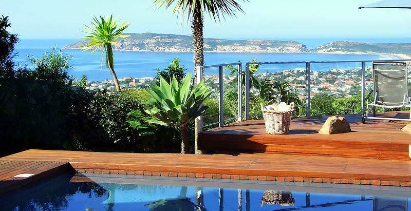 Dramatic views of Plettenberg Bay and the Indian Ocean from Bosavern's pooldeck.