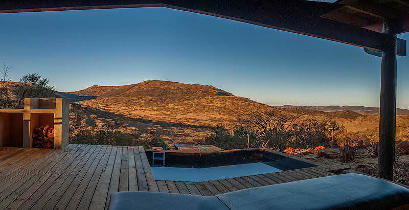 The swimming pool at Three Tree Hill enjos spectacular views of the Spioenkop Game Reserve.