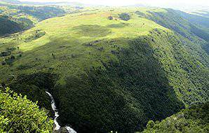 The mountainous scenery typical of the Eastern Highlands.