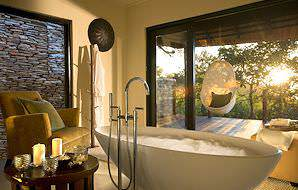 A sumptuous en suite bathroom at Lion Sands River Lodge.