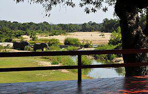 The extensive viewing deck at Inyati Lodge in Sabi Sand.