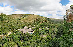Shamwari Eagles Crag is perched against a cliff.