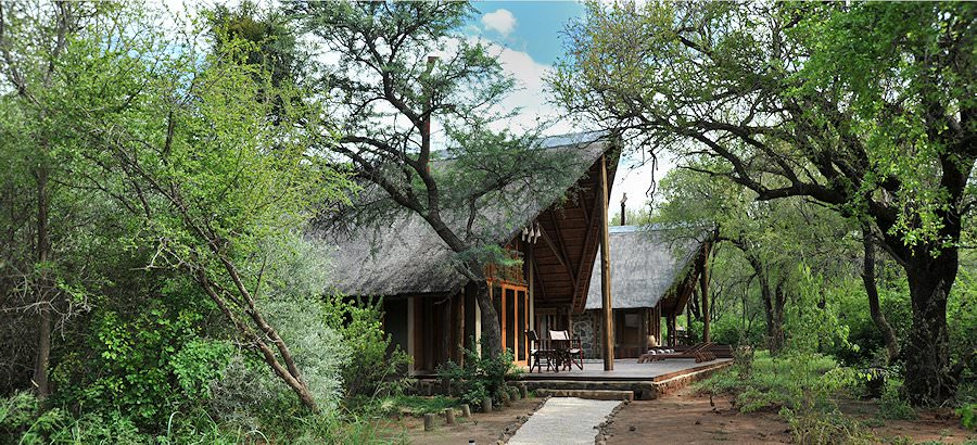 A side-angle view of the suites at Black Rhino Game Lodge.