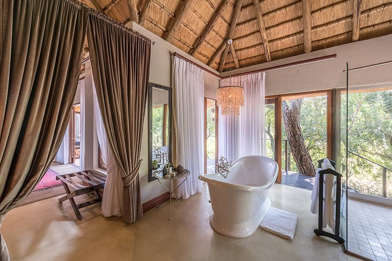 The en suite bathroom of one of the suites at Dulini Lodge.