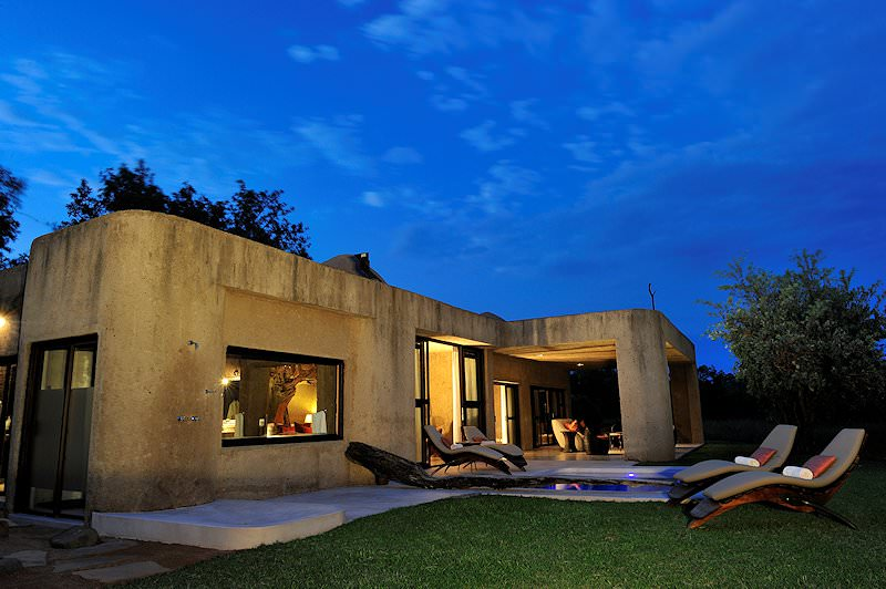 The exterior of a suite at Sabi Sabi Earth Lodge.