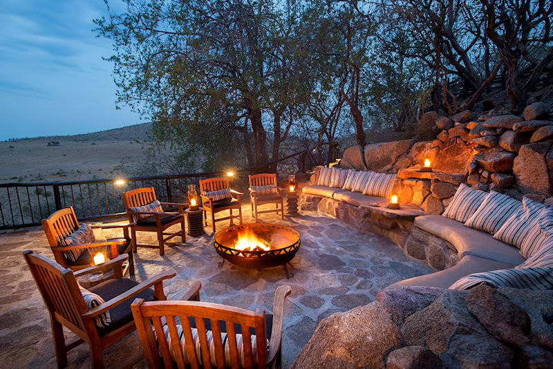 A cozy fire creates ambience in the boma area at Tshukudu.