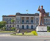 A statue of former President Samora Machel stands erect in front of Maputo's city hall.