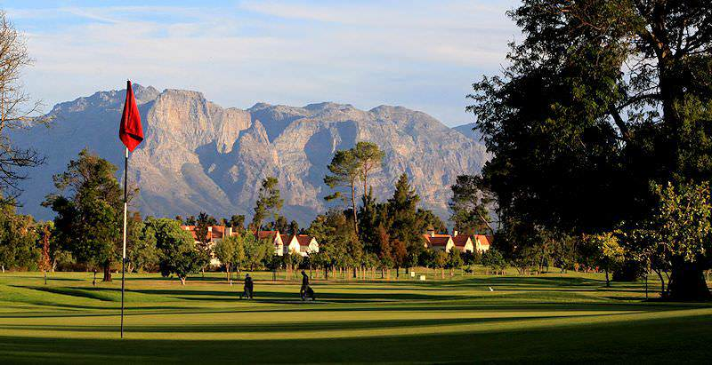 Boschenmeer Golf Course is surrounded by the dramatic mountain scenery of the Cape winelands.