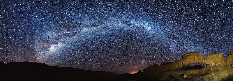 The Milky Way sets the southern skies ablaze.