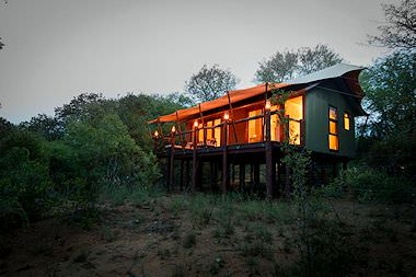 The exterior of a chalet at Umlani Bush Camp in the Timbavati Private Game Reserve.